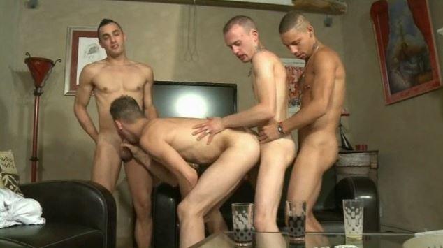 Touze entre copains gays échangistes