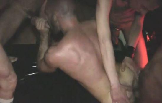 cherche une grosse bite gay hard bareback