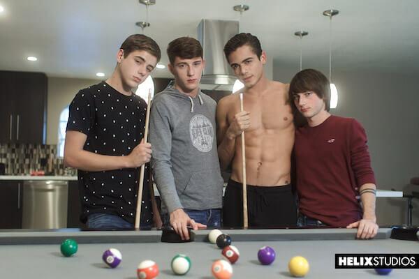 4 minets gays au billard