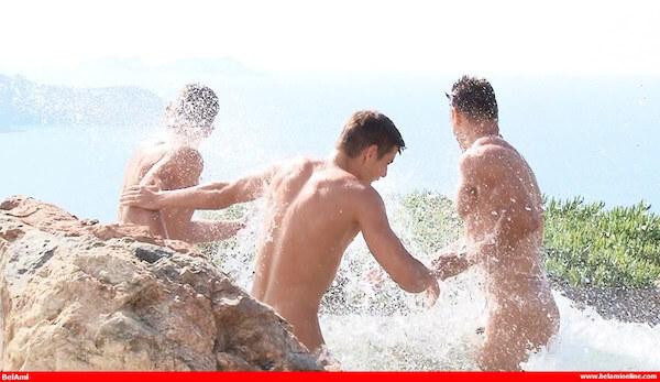 3 mecs gays piscine