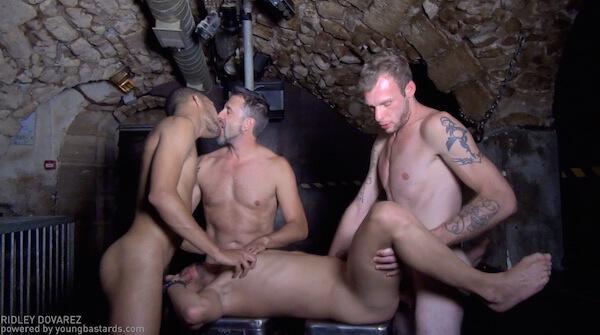 touze gay à 4
