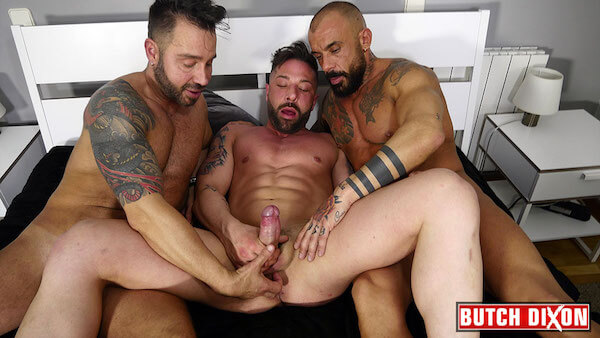 3 hommes gays matures